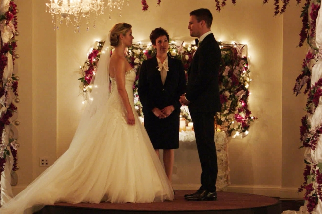 arrow olicity wedding felicity smoak oliver queen stephen amell emily bett rickards series 4 fake wedding cupid marc guggenheim wendy mericle anti olicity