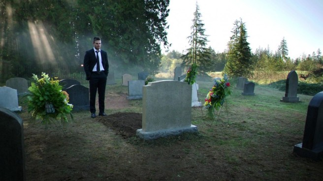 arrow the grave season 4 laurel lance katie cassidy fridging marc guggenheim oliver queen stephen amell six months later defined by an absence