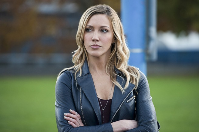arrow laurel lance black canary fridging female character death sara lance white canary moira queen shado marc guggenheim wendy mericle review criticism katie cassidy felicity smoak bye bye birdie emily bett rickards