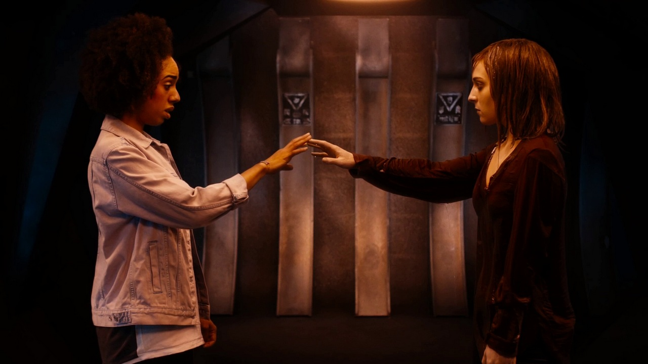 doctor who the pilot review bill potts pearl mackie heather stephanie hyam mirror reflection water lawrence gough steven moffat peter capaldi