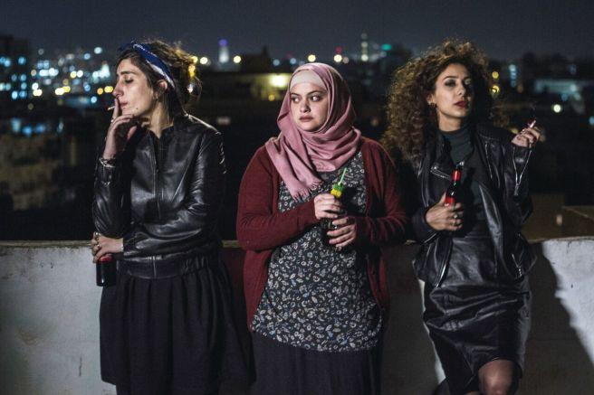 In Between Bar Bahar Maysaloun Hamoud Interview Sana Jammalieh Shaden Kanboura Mouna Hawa Shlomi Elkabetz fatwa palestine ophir israel tel aviv hd screenshot poster wallpaper