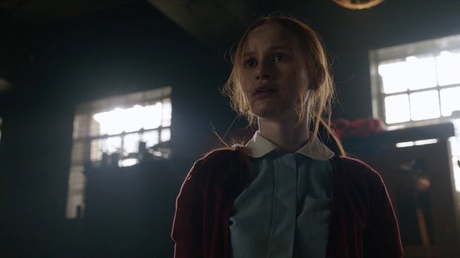 riverdale season 2 the noose tightens cheryl blossom sisters of quiet mercy madelaine petsch