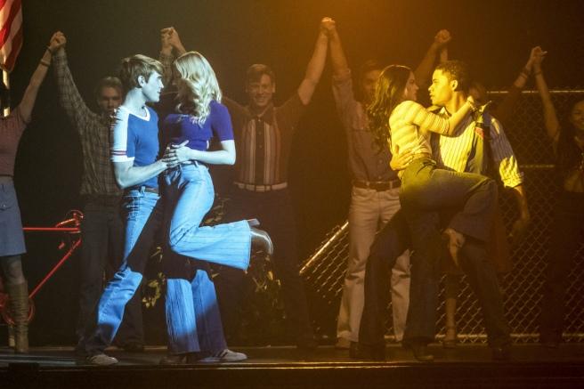 riverdale season 2 a night to remember musical betty cooper lili reinhart veronica lodge camila mendes archie andrews kj apa