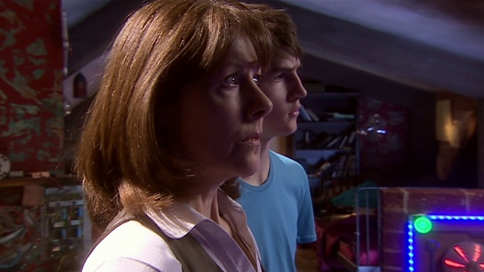 doctor who the stolen earth review sarah jane adventures sarah jane smith elisabeth sladen luke smith tommy knight mr smith alexander armstrong attic russell t davies