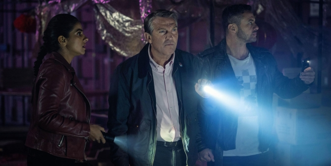 doctor who review praxeus mandip gill yaz bradley walsh graham warren brown pete mctighe plastic jamie magnus stone chris chibnall